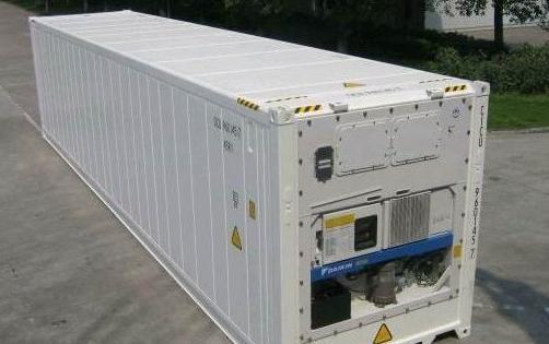 用的制冷机与冷凝器等设备组合在一起常称作制冷机组,制冷机组有水冷机组和风冷机组之分。小型冷库以风冷机组为首选形式,它有简单、紧凑、易安装、操作方便、附属设备少等优点,这种制冷设备也是较易见的。 制冷机组的制冷机是制冷设备的心脏,常见的压缩式制冷机有开放式、半封闭式和全封闭式之分。 全封闭式压缩机体积小、噪音低、耗电少、高效节能。它是小型冷库的首选机型,由全封闭式压缩机为主组成的风冷式制冷机组,可以做成象分体空调那样的形式,在墙壁上挂装。市场上比较好的全封闭制冷压缩机,以发达国家进口或中外合资的制冷设备产品