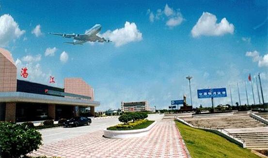 湛江机场候机楼于1999年建成并投入使用。2013年7月,为落实广东机场集团开放办机场服务大提升活动以及配合首届湛江国际海洋周系列活动,进一步提升湛江对外窗口的形象,在市委市政府和广东机场集团的大力支持下,湛江机场加快实施候机楼内外观改造工程,着力改善机场乘机服务环境。 据了解,这次候机楼外观改造,建筑立面的设计理念采用了湛江碧海银沙的元素,改造后的候机楼外观简约大方,清新明快,呈现碧海银沙的意境。当夜晚来临,建筑立面的饰灯辉映变幻,整座候机楼更加能体现湛江滨海旅游城市的特色。与此同时,湛江机场还对
